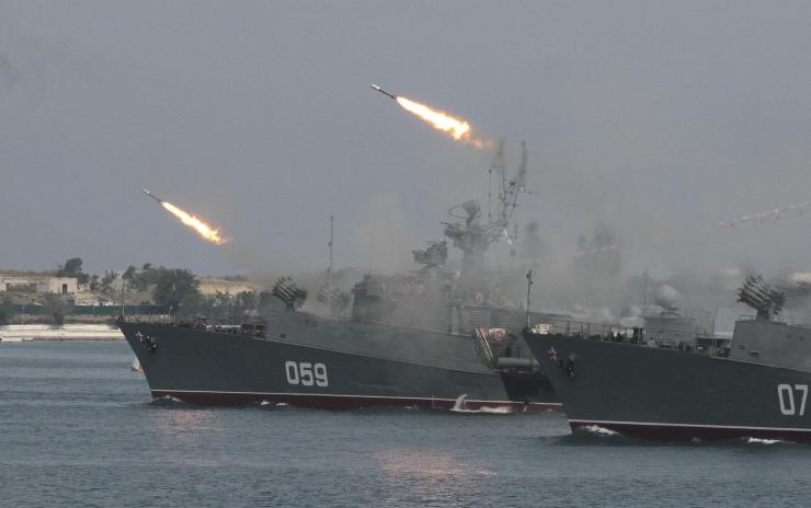 4 Russian warships launch 26 missiles against ISIS from Caspian Sea