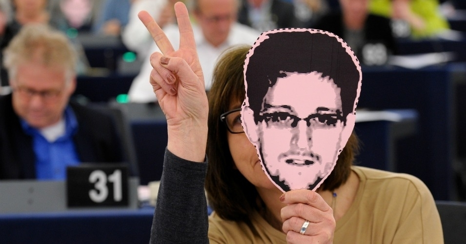 'This is a Joke': Snowden, Others Slam New EU-US Data Sharing Deal