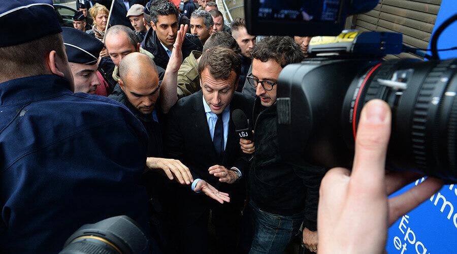 A Montreuil, Macron reçoit un œuf sur la tête