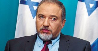 "Israel will ""completely destroy Hamas"", defence minister says"