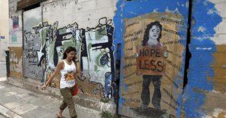 """""""Je ne peux même plus aider mes enfants"""": pas de répit pour les Grecs"""