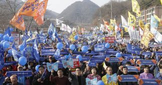 Protesters, Activists Delay South Korean THAAD Environmental Impact Survey