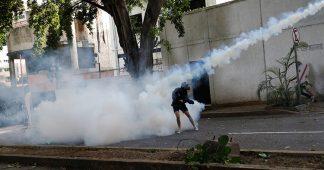 Images fortes : Ils brûlent deux hommes signalés comme chavistes lors d'une manifestation de l'opposition au Venezuela