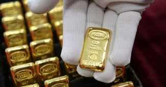 Gold Rush: Russia Stockpiling Bullion Like There's no Tomorrow