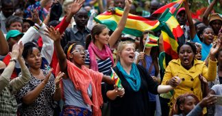 Campaign to force out Mugabe escalates in Zimbabwe