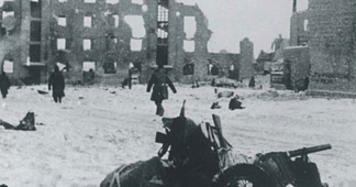 Stalingrad author Anthony Beevor speaks out over Ukraine book ban