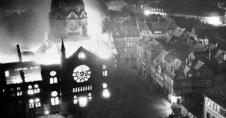 How to explain the 'timid' reaction of American Jewish leaders to Kristallnacht?