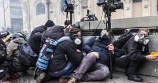 """""""Gilets jaunes"""" : une vingtaine de photoreporters et journalistes indépendants vont porter plainte pour des """"violences"""" de la police"""