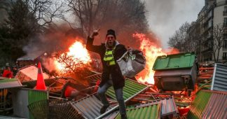 Scuffles break out as 'yellow vests' return to streets for 1st protest of 2019
