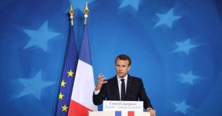 Gilets jaunes: «Macron a les pieds et les poings liés par l'Union européenne»