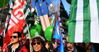 """Manifestation à Rome : """"Le gouvernement italien s'occupe de la pauvreté mais pas suffisamment du travail"""""""