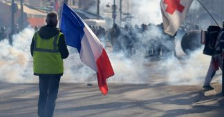 Trois mois des Gilets jaunes : nouvelle manifestation à Paris au lendemain de l'acte 14