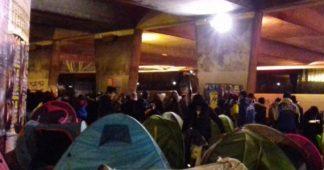 Campements, loterie, service payant: le système d'asile ne répond plus