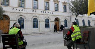 """Une soixantaine d'avocats dénoncent les """"dérives"""" dans le traitement judiciaire des """"gilets jaunes"""""""
