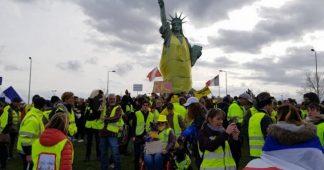Acte XVI : à Colmar, la Statue de la Liberté endosse un Gilet jaune géant