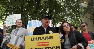 Une «honte» pour l'Ukraine : le journaliste russe incarcéré Kirill Vychinsky plaide non-coupable