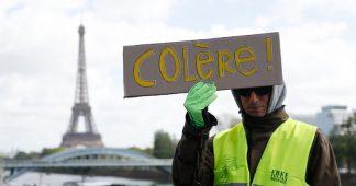 Plusieurs centaines de Gilets jaunes défilent à Paris, notamment contre la réforme des retraites