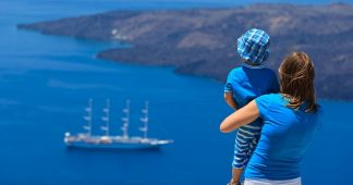One in Two Greeks Cannot Afford Even One Week of Vacation