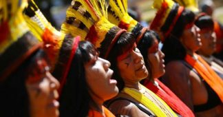 Brésil: les femmes indigènes manifestent contre la politique de Bolsonaro