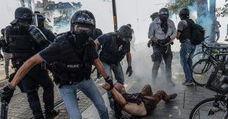 L'image d'un policier semblant étrangler un homme a bien été prise à Nantes lors d'une manifestation