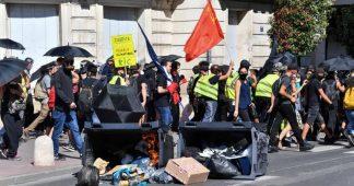 Les Gilets jaunes manifestent en France pour l'acte 43, premiers heurts