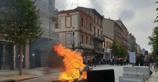 Police TEAR GAS Yellow Vest protesters in Toulouse during 48th week of mass demonstrations