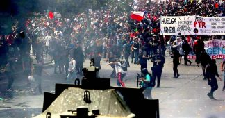 """Chilean Political Parties Sign """"Peace Agreement"""". Workers Respond with a General Strike"""