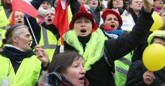 Des femmes en colère : un documentaire de la collection Femmes en Jaune