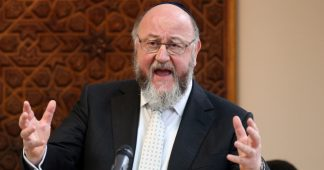 Chief Rabbi's 'vote Tory' call condemned by Jewish groups