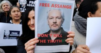 Media Elites to Assange: Fight for Your Own Hide