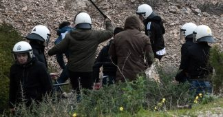 Riot police withdraws from Lesvos & Chios after raging against locals and cars