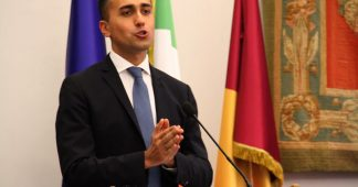 Italy wants no more illegal migrants, minister tells Tunisia