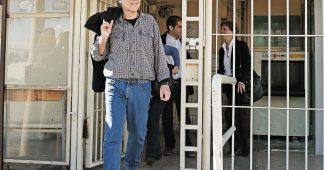 En Grèce, juges, avocats, écrivains et militants au chevet d'un prisonnier d'extrême gauche en grève de la faim