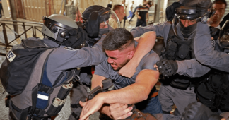 Israeli police attack Palestinian protesters in Jerusalem